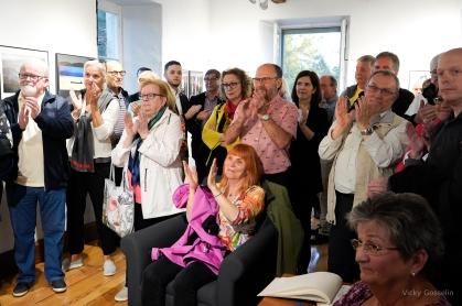 Le public applaudissant le discours de notre présidente